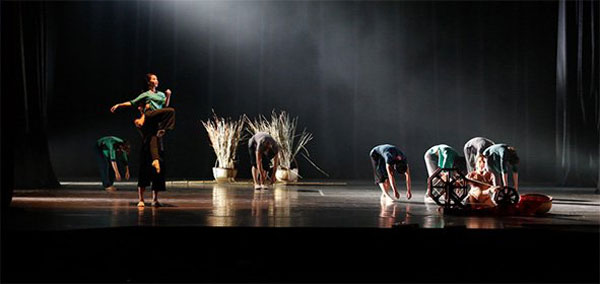 a-scene-in-suong-som-the-mist-dance-show-by-arabesque-co-photo-courtesy-of-the-organizers-1601972-20141205093806-c3