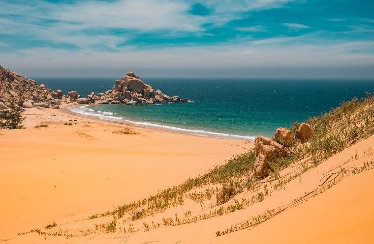 Mình đã vượt qua sa mạc đế đến eo biển này.